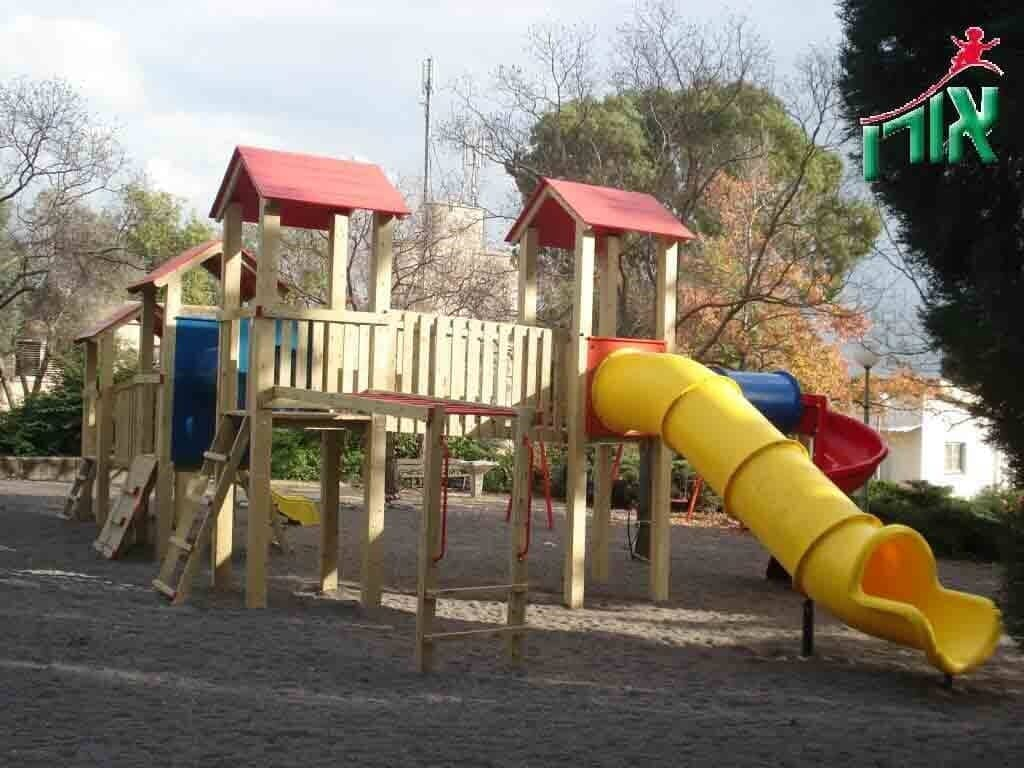 Wooden play facility with tube slide - 1114